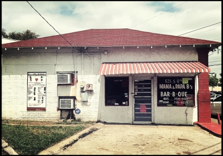 The outside of Mama & Papa B's Bar-B-Que isn't much to look at, but undaunted, I went in to sample their wares.